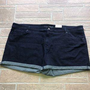 Universal thread 26W shorts midi cuffed nwt